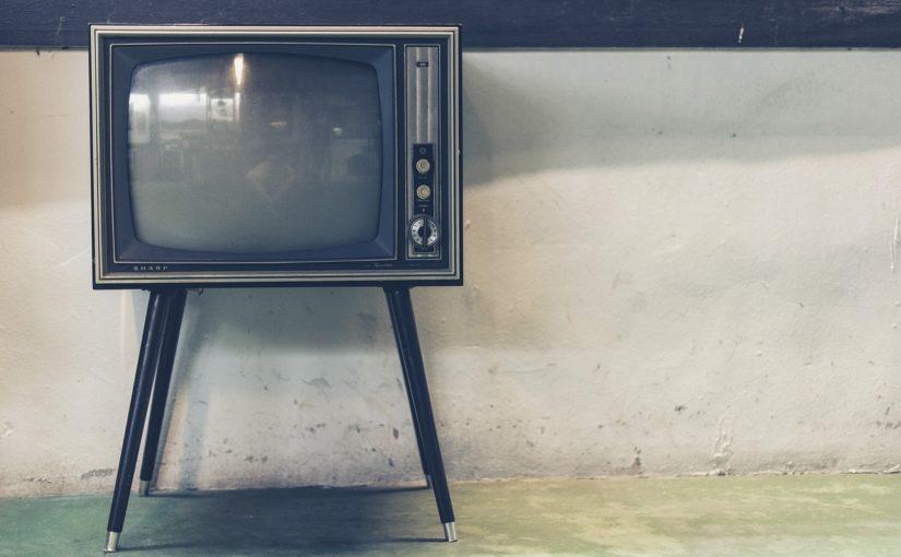Rodzinny wypoczynek przed telewizorem, czy też niedzielne filmowe popołudnie, umila nam czas wolny oraz pozwala się zrelaksować.
